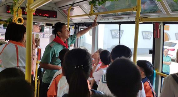 文明乘车 从小做起 保定公交1路线安全文明乘车宣讲进校园