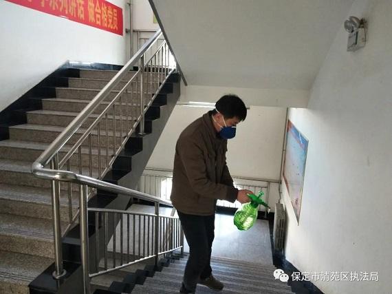 清苑区执法局开展防控新冠肺炎疫情爱国卫生行动