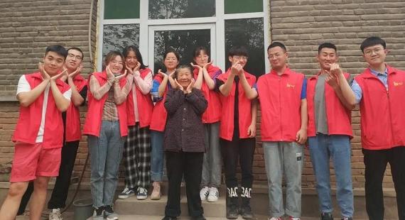 五四精神 传承有我——定兴青年志愿者开展志愿服务活动