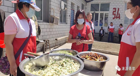 涞源县春风志愿者团队到养老院进行志愿服务