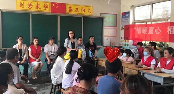 唐县团县委举行困难儿童助学金发放仪式暨六一志愿服务活动