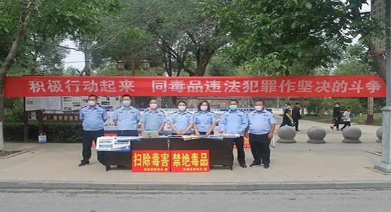 涞源县公安局缉毒大队民警开展禁毒宣传活动
