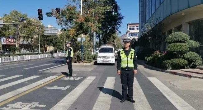 """唐县交警大队:服务领域""""由里到外""""无盲区"""