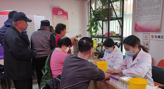 南关街道嘉会园社区联合长城卫生服务中心开展免费体检活动