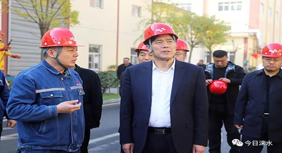 涞水县委书记王江就秋冬季大气污染防治工作进行实地调研