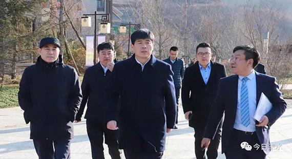 涞水县委书记王江与荣盛集团董事长耿建明进行对接洽谈