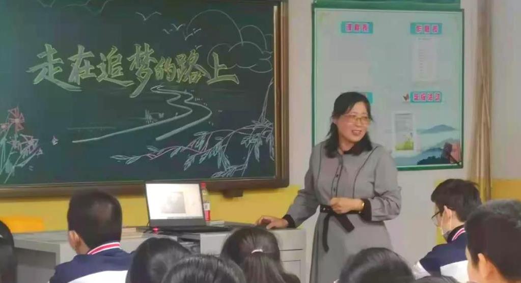 """河北好人孙长利组织""""小小书社""""开展公益讲座志愿服务活动"""