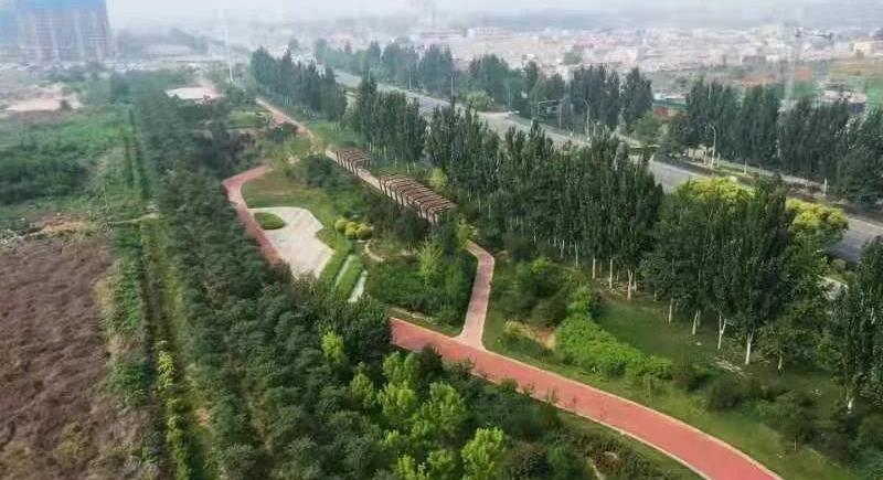 莲池区打造三十里画廊迎接2021保定马拉松 区委书记刘晓鹏带队现场推进赛道沿线环境整治提升工作
