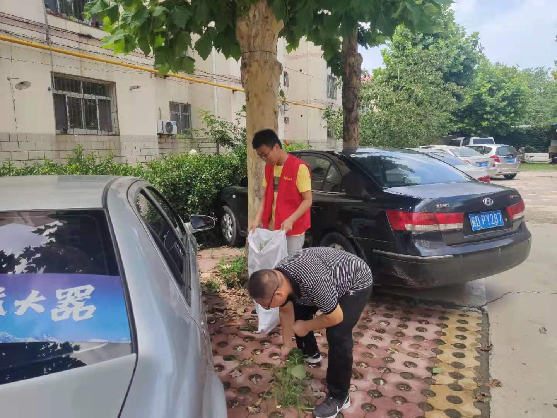 7月13日,文化旅游局对分包小区进行清扫.jpg